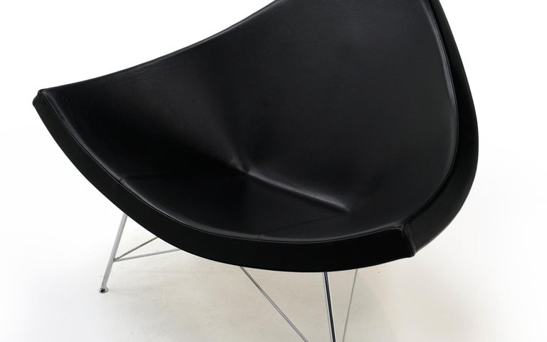 Mid-Century Modern Original George Nelson Coconut Chair, Vitra, Black Leather, White Shell, Chrome For Sale