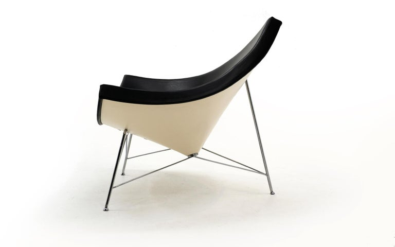 American Original George Nelson Coconut Chair, Vitra, Black Leather, White Shell, Chrome For Sale