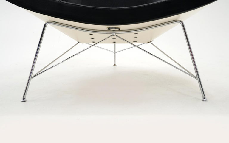 Contemporary Original George Nelson Coconut Chair, Vitra, Black Leather, White Shell, Chrome For Sale