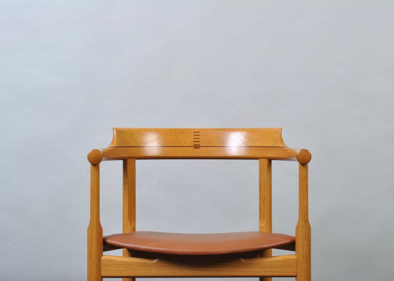 Mid-Century Modern Original Hans J Wegner Oak and Tan Leather Chair For Sale