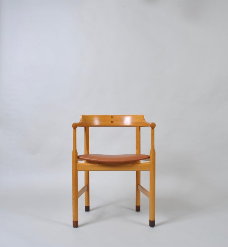 Mid-Century Modern Original Hans J Wegner Oak and Tan Leather Chair For Sale