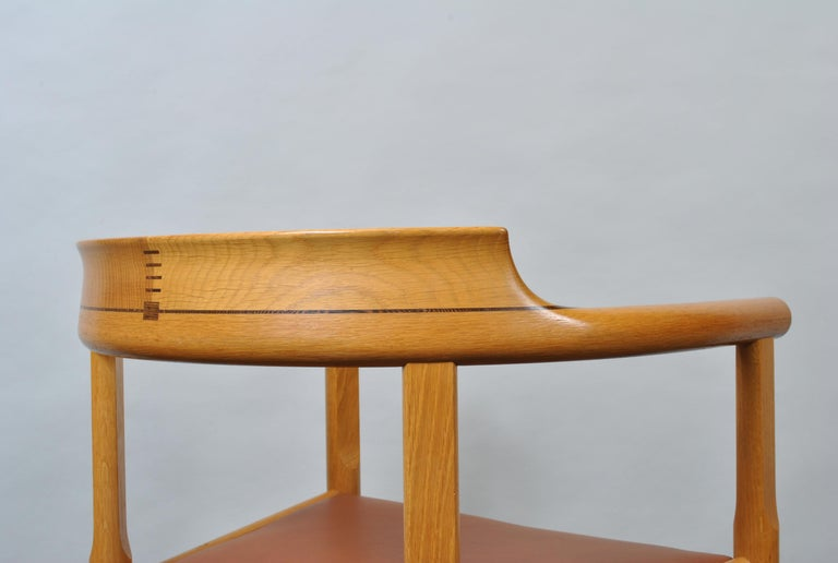 Original Hans J Wegner Oak and Tan Leather Chair For Sale 1