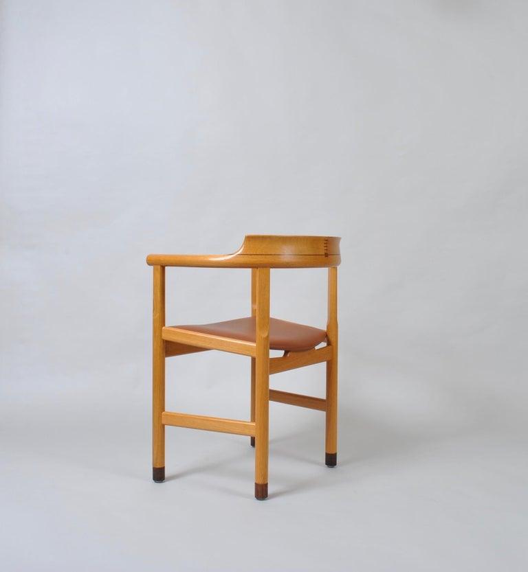 Original Hans J Wegner Oak and Tan Leather Chairs, Set of 6 For Sale 8