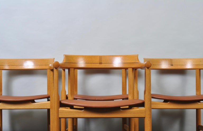 Mid-Century Modern Original Hans J Wegner Oak and Tan Leather Chairs, Set of 6 For Sale