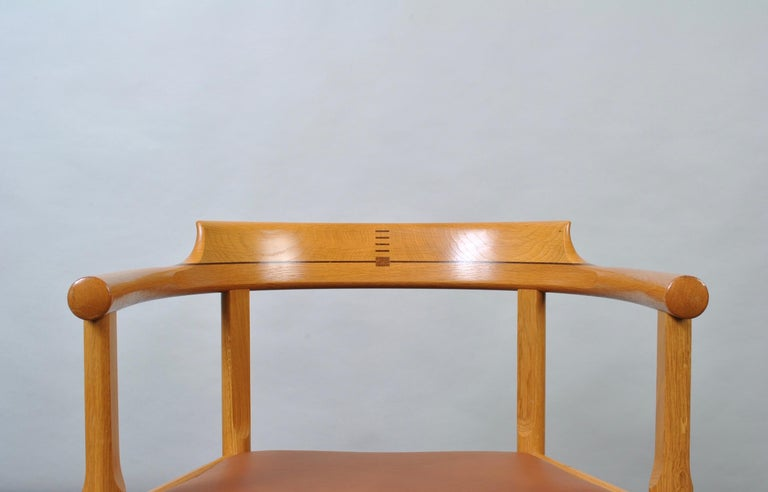 Original Hans J Wegner Oak and Tan Leather Chairs, Set of 6 For Sale 1
