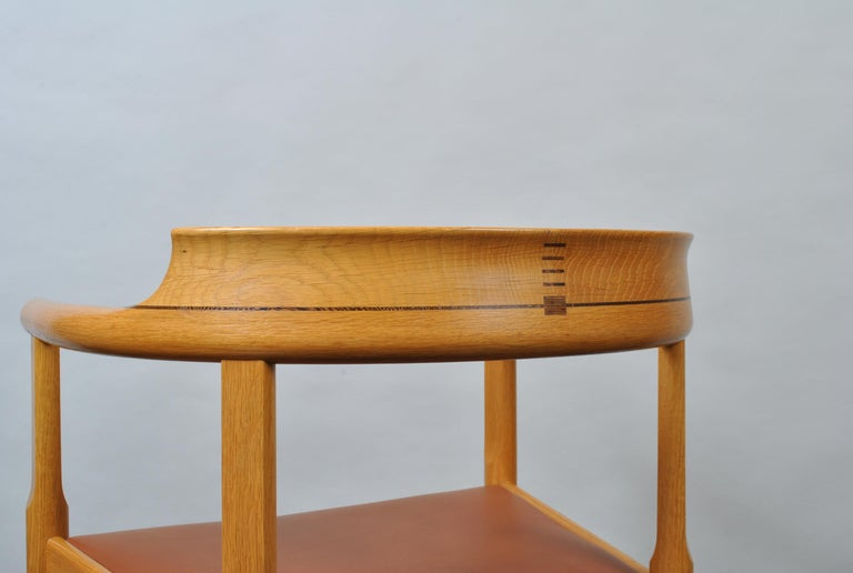 Original Hans J Wegner Oak and Tan Leather Chairs, Set of 6 For Sale 3