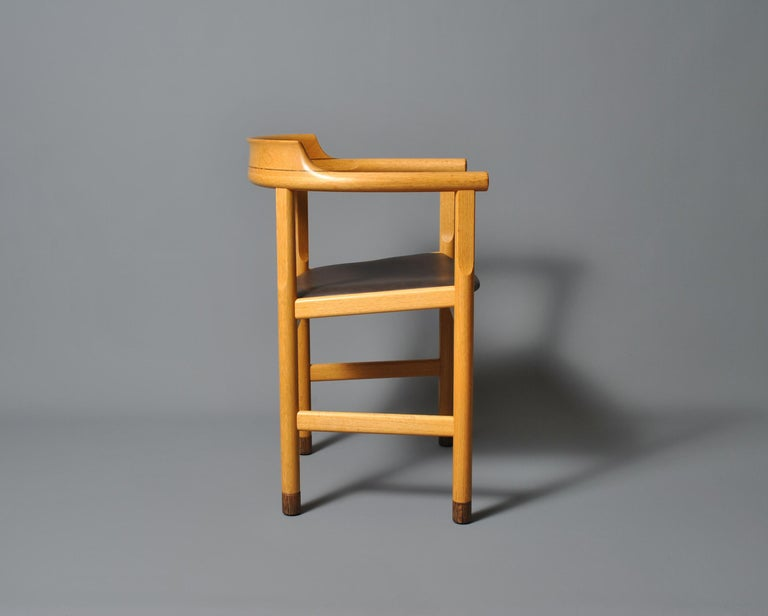 Original Hans J Wegner PP52 Chair In Good Condition For Sale In London, GB