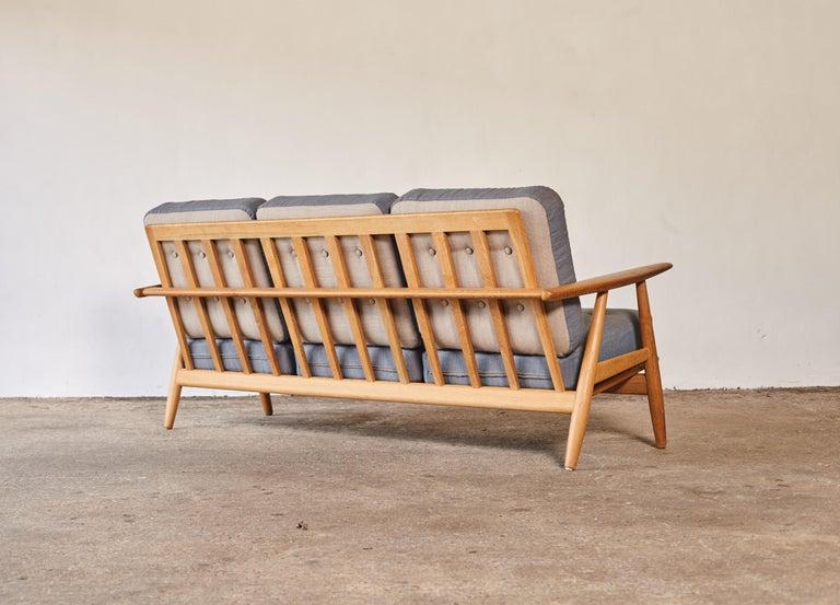 Original Hans Wegner GE-240 Cigar Sofa, Denmark, 1960s For Sale 3