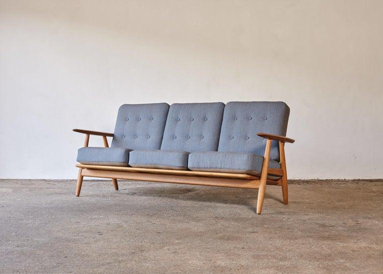 Mid-Century Modern Original Hans Wegner GE-240 Cigar Sofa, Denmark, 1960s For Sale