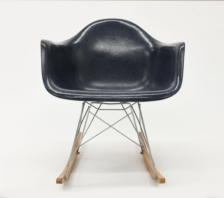 Mid-Century Modern Original Herman Miller Eames Fiberglass RAR Rocking Chair in Navy Blue For Sale