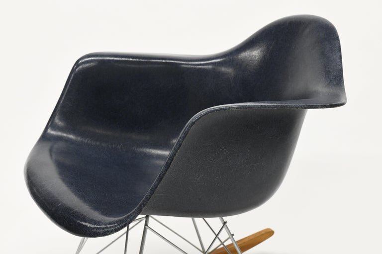 Zinc Original Herman Miller Eames Fiberglass RAR Rocking Chair in Navy Blue For Sale