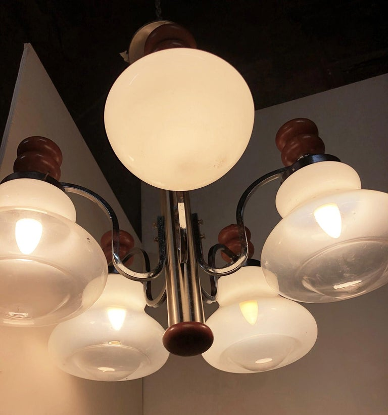Original Italian Five-Light Chandelier from 1970 Chrome, Wood and Glass In Good Condition For Sale In Buggiano, IT