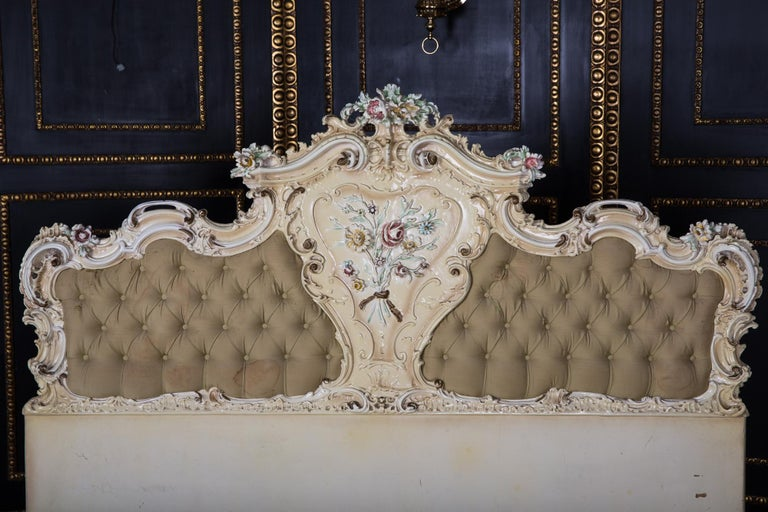 Original Old Venizian Bed Fully Carved with Flowers In Fair Condition For Sale In Berlin, DE
