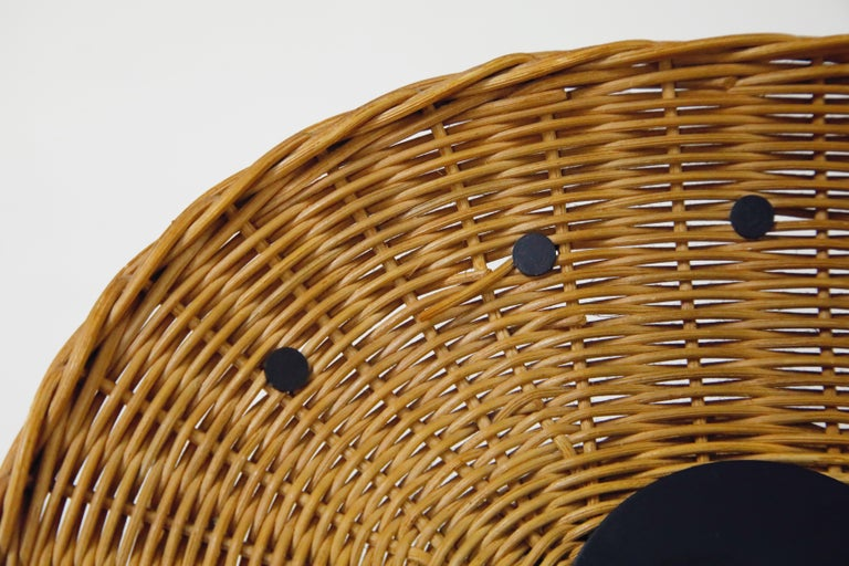 Original Oval Rattan 'Basket Clock' by George Nelson for Howard Miller, 1950s In Good Condition For Sale In Los Angeles, CA