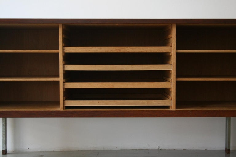 Original Rosewood President Credenza / Sideboard by Hans Wegner RY-25 In Good Condition For Sale In Chicago, IL