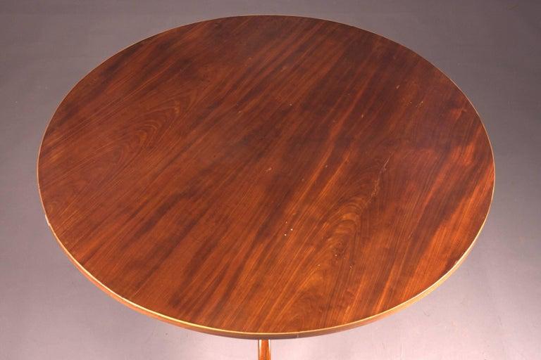 Original Round Biedermeier Folding Table, circa 1820 In Good Condition For Sale In Berlin, DE