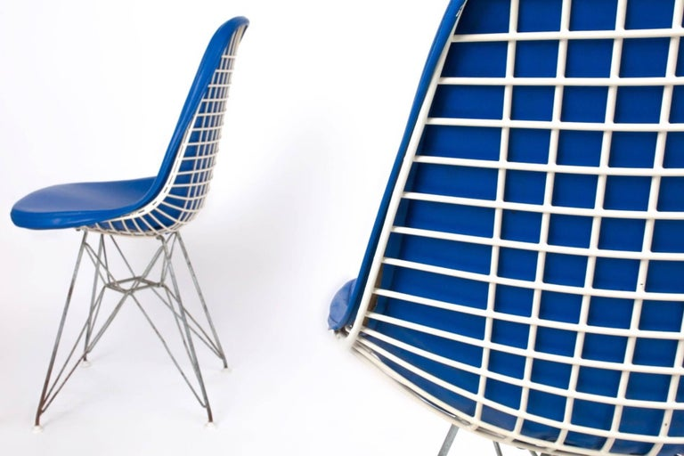 Enameled Original Set of 4 Eames DKR-1 Dining Chairs in Blue Vinyl and White Steel, 1951 For Sale