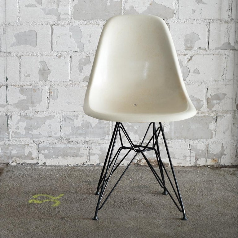 Designed by Charles and Ray Eames for a 1950 museum of modern art competition, the original Eames dining side chair (DSW) was the first industrially manufactured fiberglass-reinforced chair. The chair proved to be a groundbreaking innovation.