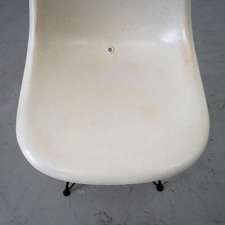 Mid-Century Modern Original Sidechair DSW Designed by Charles and Ray Eames For Sale