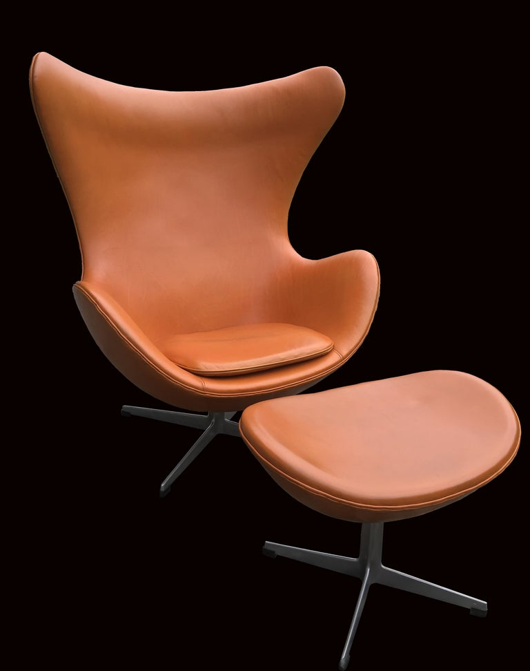 A very nice example of one of the most well known modern designs, the egg chair by Arne Jacobsen in tan Leather. Exclusively designed originally for the SAS Hotel in Copenhagen, but proving so popular that they were put into production soon after.