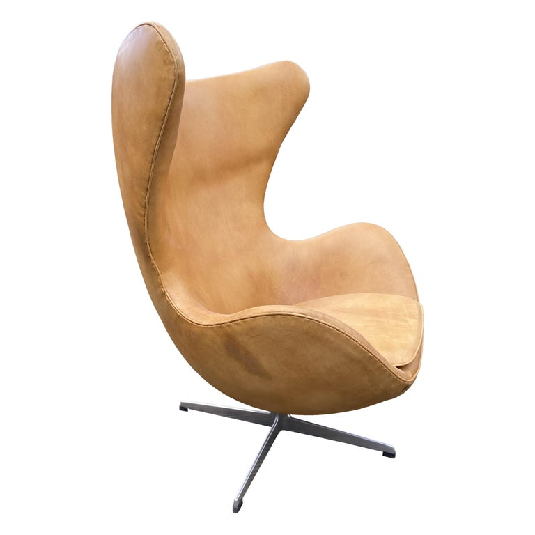 Original Tan Leather Egg Chair by Arne Jacobsen for Fritz Hansen For Sale
