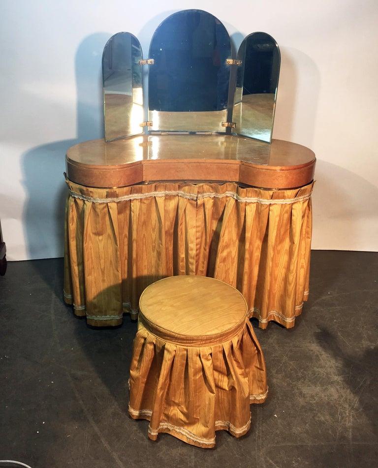 European Original Vanitie and Its Art Deco Stool in Sycamore, circa 1940-1950 For Sale