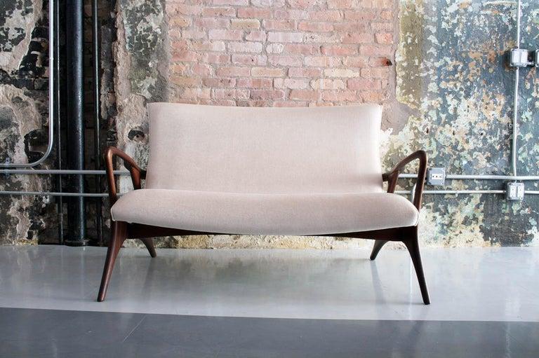 Original Vladimir Kagan 'Contour Sofa' in Sculpted Walnut and Mohair, 1970s For Sale 3