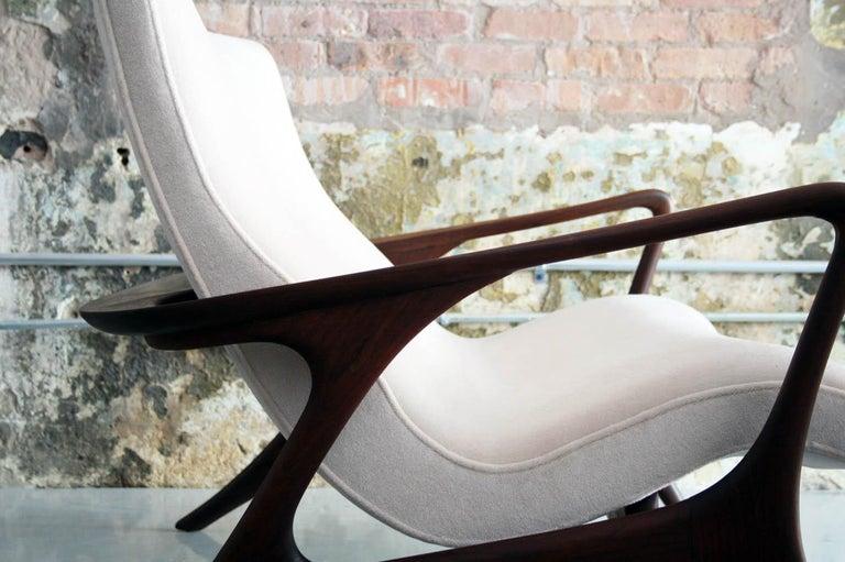 Original Vladimir Kagan 'Contour Sofa' in Sculpted Walnut and Mohair, 1970s For Sale 7