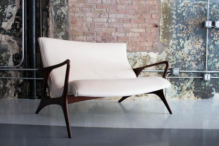 Original Vladimir Kagan 'Contour Sofa' in Sculpted Walnut and Mohair, 1970s For Sale 1
