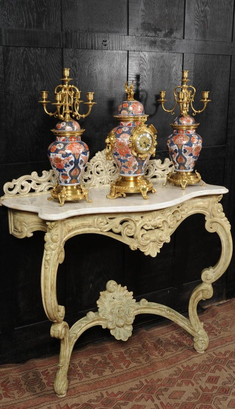 Ormolu Mounted Imari Porcelain Antique Clock Set In Good Condition For Sale In Belper, Derbyshire