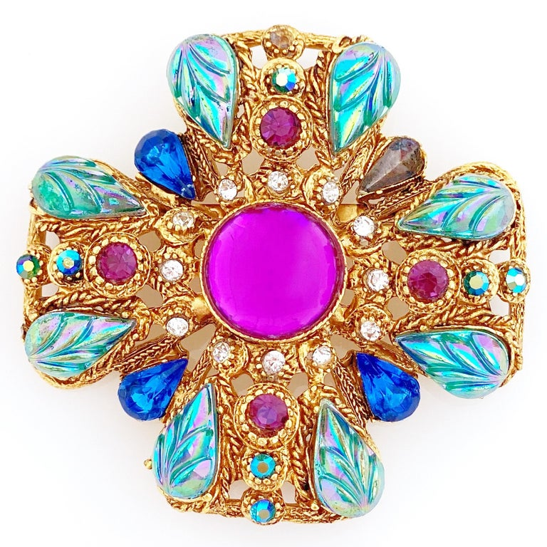 Ornate Maltese Cross Brooch With Molded Glass & Rhinestones By Florenza, 1960s In Good Condition For Sale In Los Angeles, CA