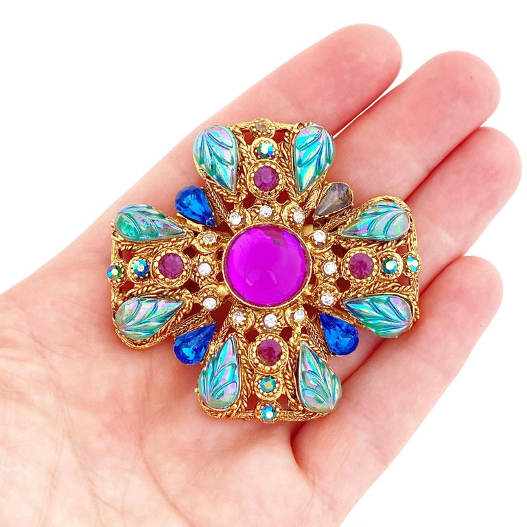 Ornate Maltese Cross Brooch With Molded Glass & Rhinestones By Florenza, 1960s For Sale 4