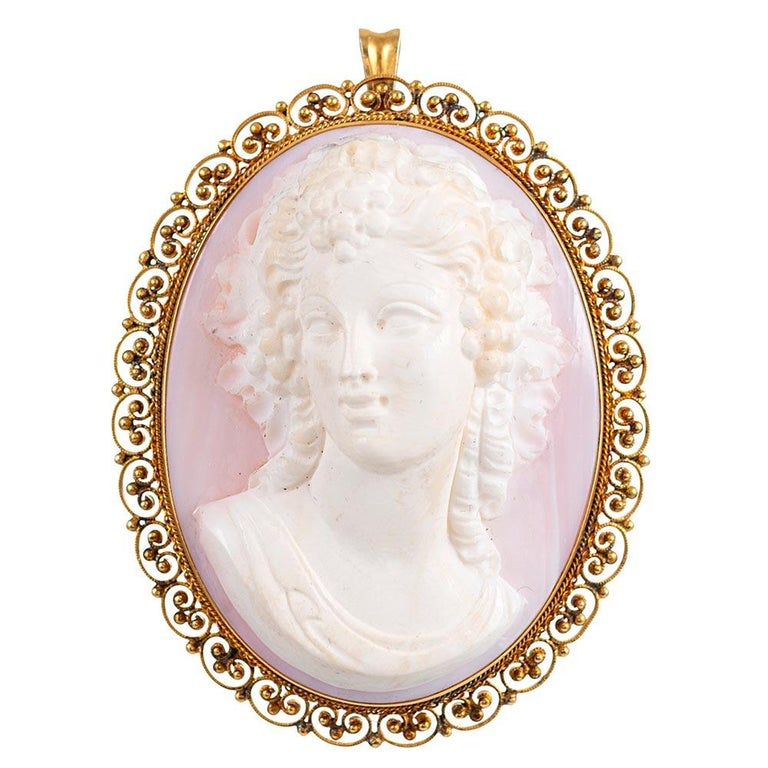 """Ornate Pink Shell Cameo Suite with Golden Filigree, Signed """"Quaglia & Forte"""" For Sale 1"""