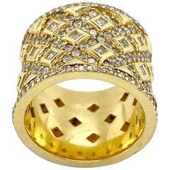 Ornate Yellow Gold White Diamond Ring