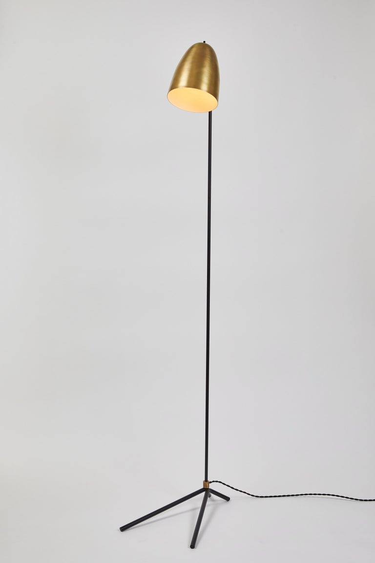 'ORO' brass and metal floor lamp. Hand-fabricated by Los Angeles based designer and lighting professional Alvaro Benitez, this highly refined floor lamp is reminiscent of the iconic midcentury Italian designs of Arteluce and Stilnovo. Executed in