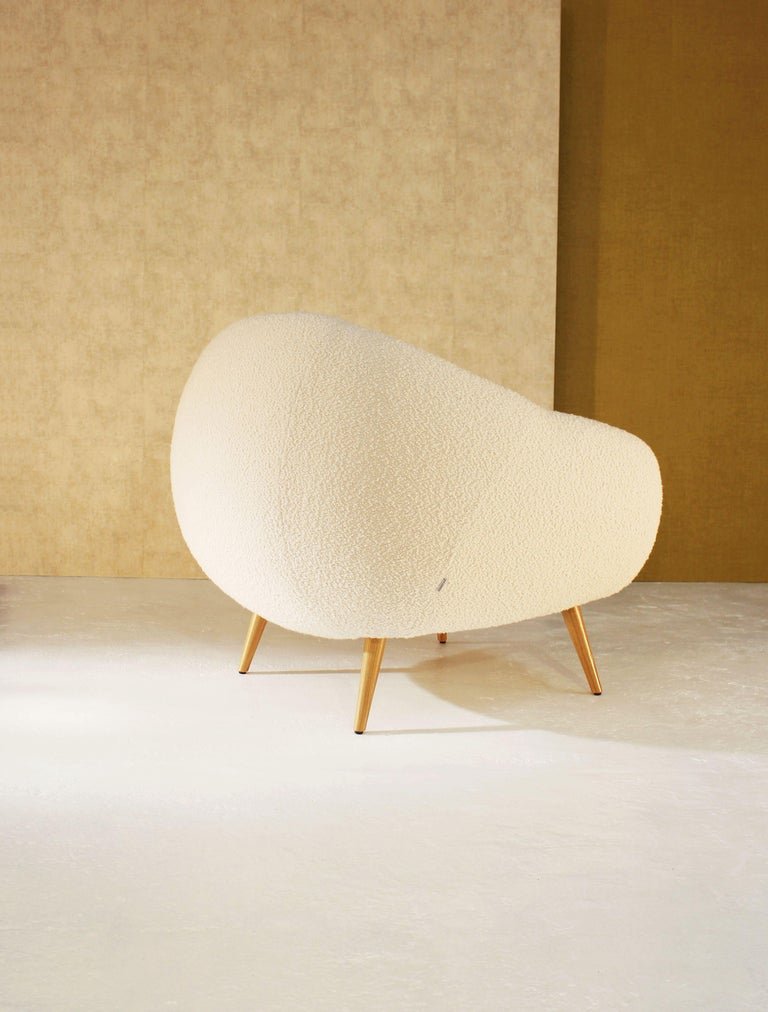 Oscar Niemeyer Midcentury 1950s Inspired Bouclé Fabric Armchair In New Condition For Sale In Paris, FR