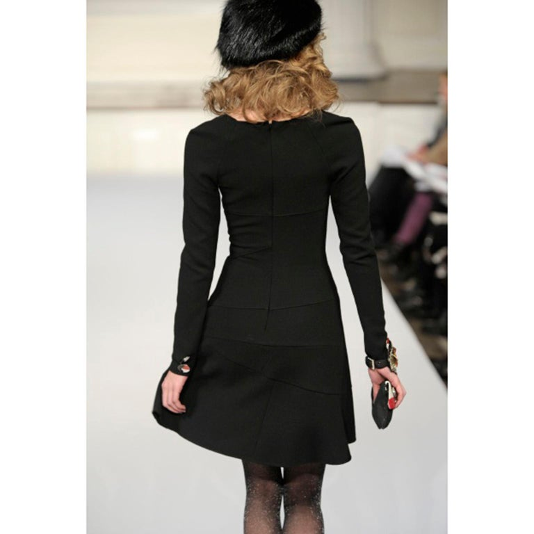 Oscar de la Renta Autumn Winter 2010 Black Wool Asymmetrical Runway Dress In Excellent Condition For Sale In Portland, OR