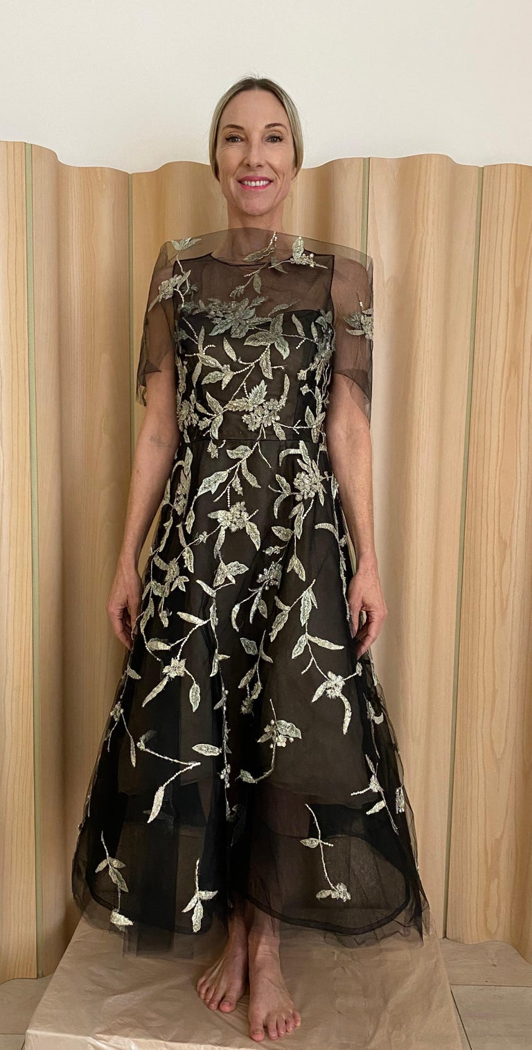 Oscar De La Renta Black Tulle Dress with Embroidery  In Excellent Condition For Sale In Beverly Hills, CA