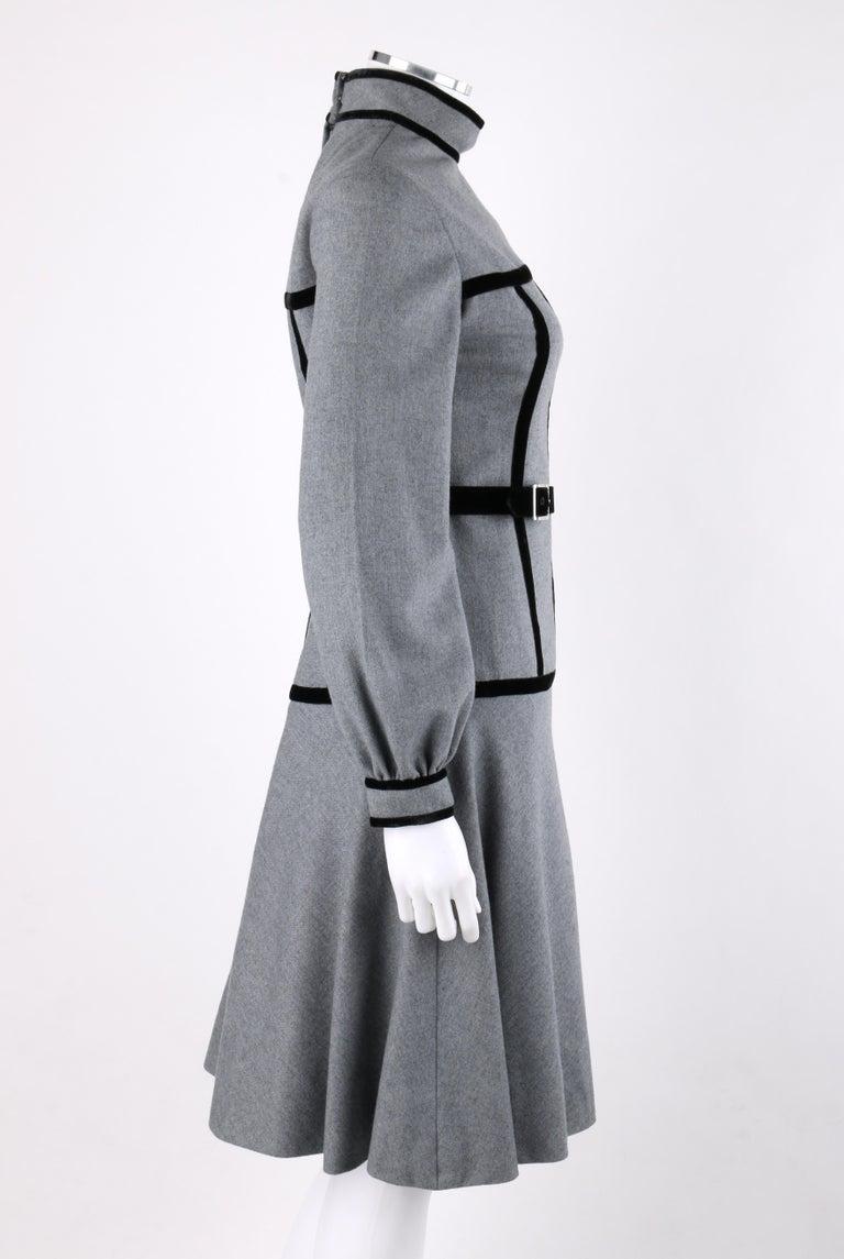 OSCAR de la RENTA c.1970s Gray Velvet Corset Trim Black Belted Dress  In Good Condition For Sale In Thiensville, WI
