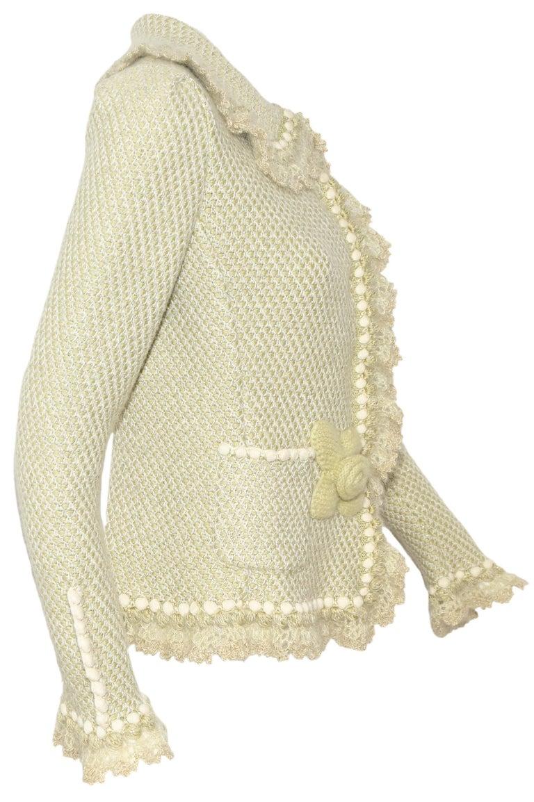 Oscar de la Renta Pale Green Cashmere & Wool Crochet Jacket Size M In Excellent Condition For Sale In Palm Beach, FL