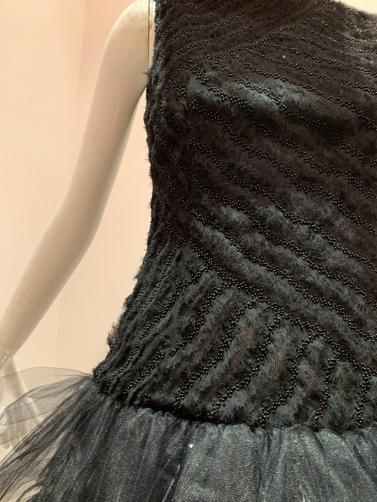 Oscar de la Renta Cocktail Dress W/ Tiered Tulle Beading & Ostrich Feathers In Excellent Condition For Sale In San Francisco, CA