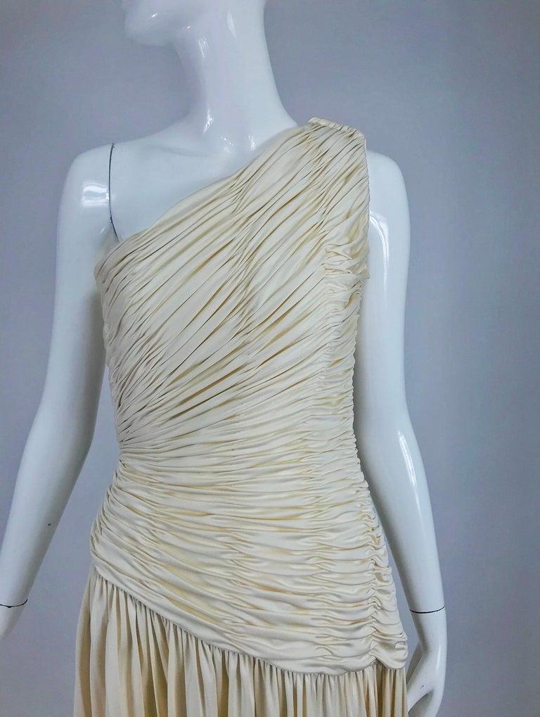Oscar de la Renta Cream Shirred Bodice One Shoulder Gown 1990s For Sale 6