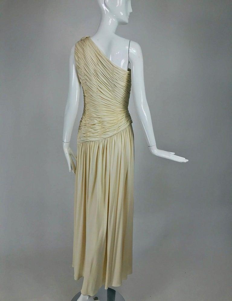 Oscar de la Renta Cream Shirred Bodice One Shoulder Gown 1990s For Sale 1