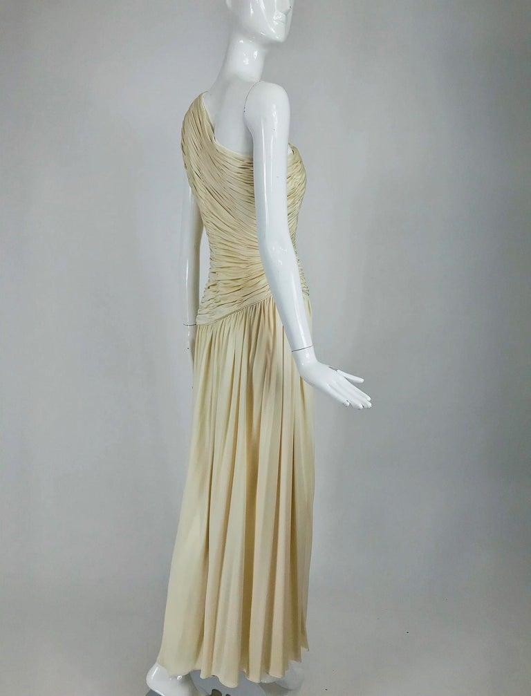 Oscar de la Renta Cream Shirred Bodice One Shoulder Gown 1990s For Sale 2