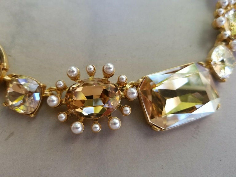 Oscar De La Renta Faux Pearls and Crystal Necklace and Drop Earrings Estate Find In Excellent Condition For Sale In Montreal, QC