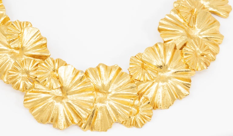 Oscar de la Renta Gold Leaf Collar Necklace, Contemporary In New Condition For Sale In Milford, DE
