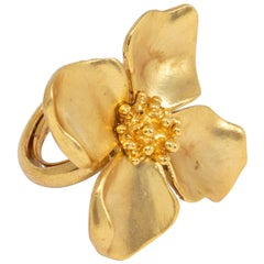 Oscar de la Renta Gold Satin Four Petal Flower Cocktail Ring, Contemporary