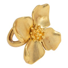 Oscar de la Renta Gold Satin Four Petal Flower Cocktail Ring, Modern