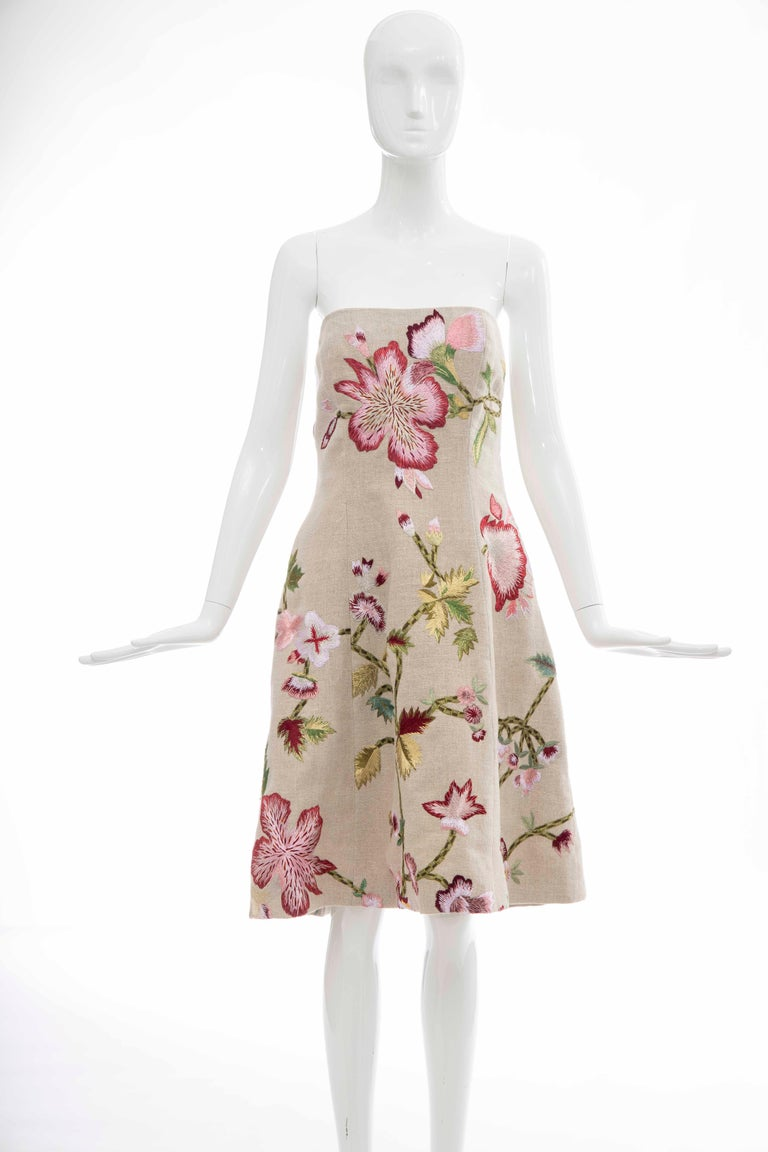 Oscar De la Renta, Circa: Early 2000s linen and floral embroidered strapless dress, built in brasiere, side zip and fully lined in silk.  US. 8  Bust: 32, Waist: 34, Hips: 46, Length: 33