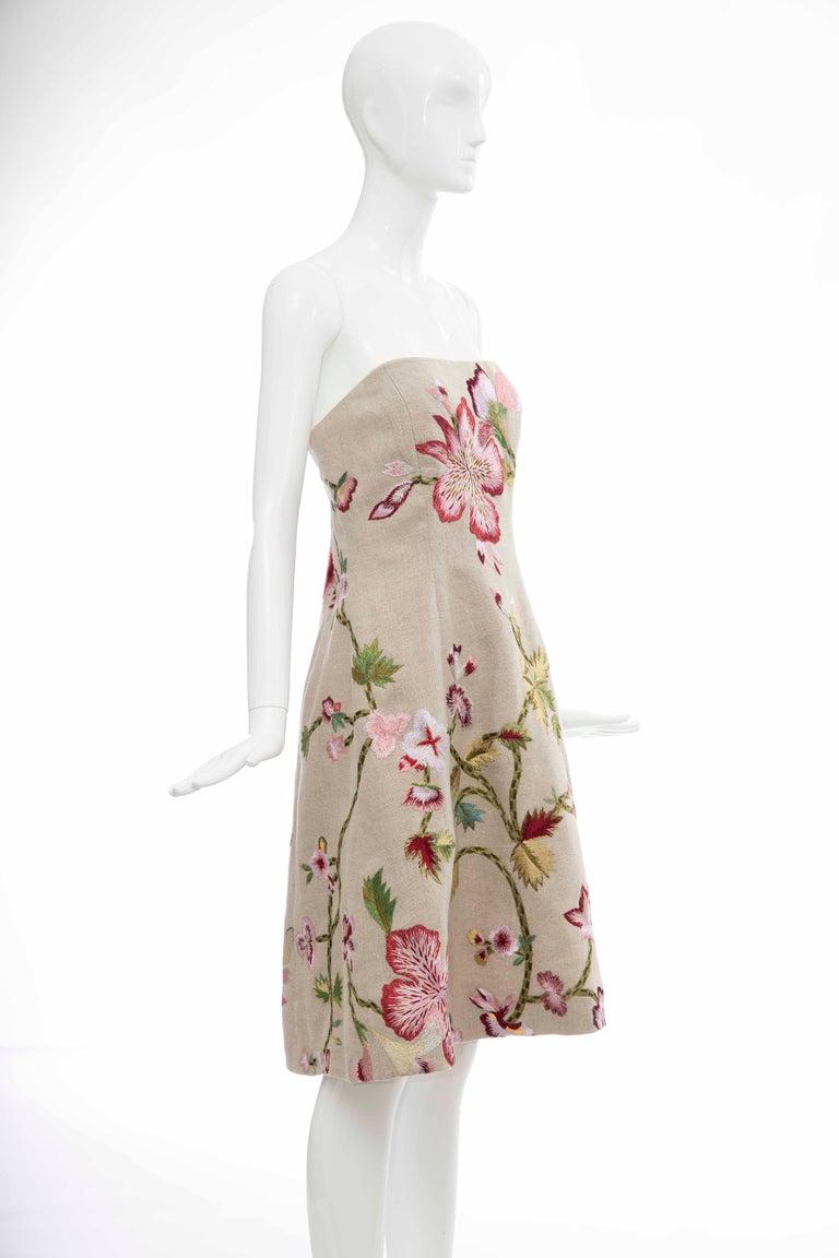 Oscar de La Renta Linen Silk Embroidered Strapless Dress, Circa: Early 2000s In Excellent Condition For Sale In Cincinnati, OH